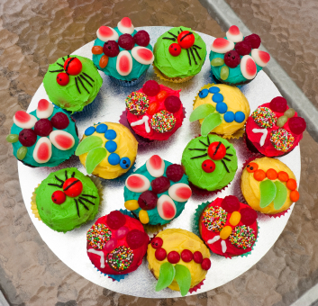 Party Decoration on Bug Cupcakes   Party Cupcake Ideas
