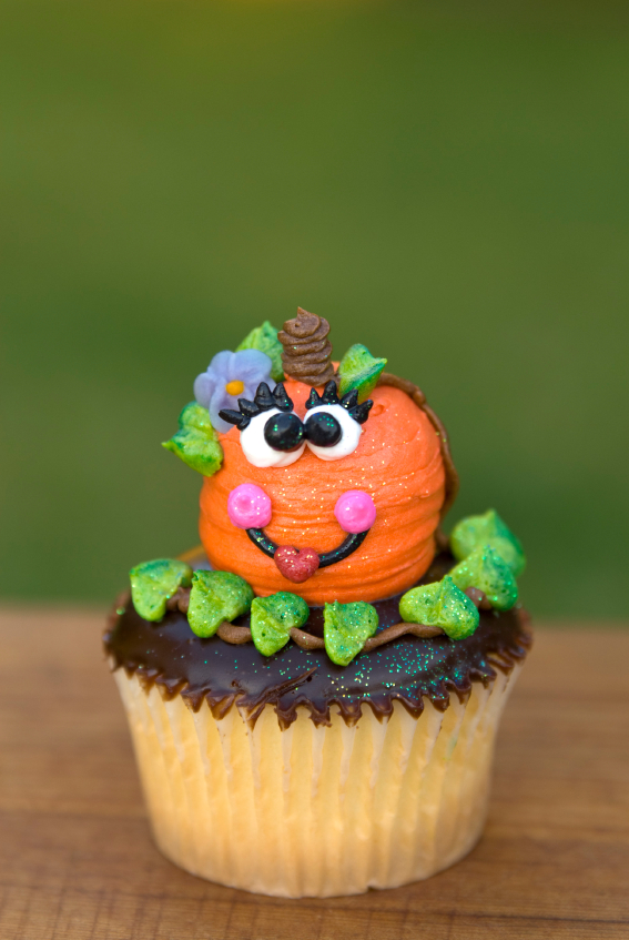 way to celebrate halloween than to create from cute halloween cakes ...